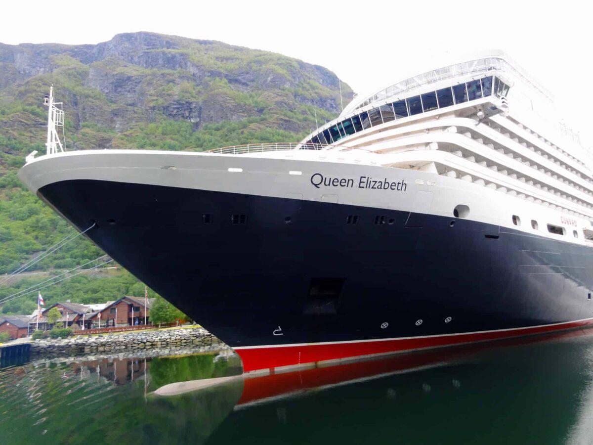 Cunard Line - Queen Elizabeth in Flaam