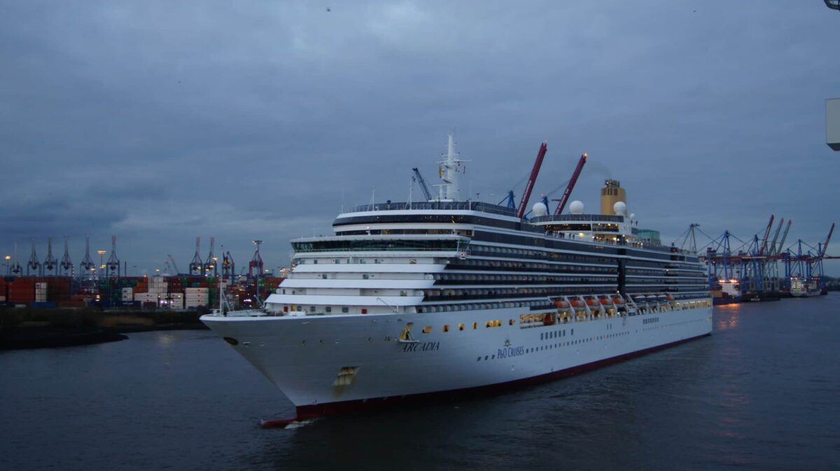 P&O Cruises Arcadia sails into the Port of Hamburg